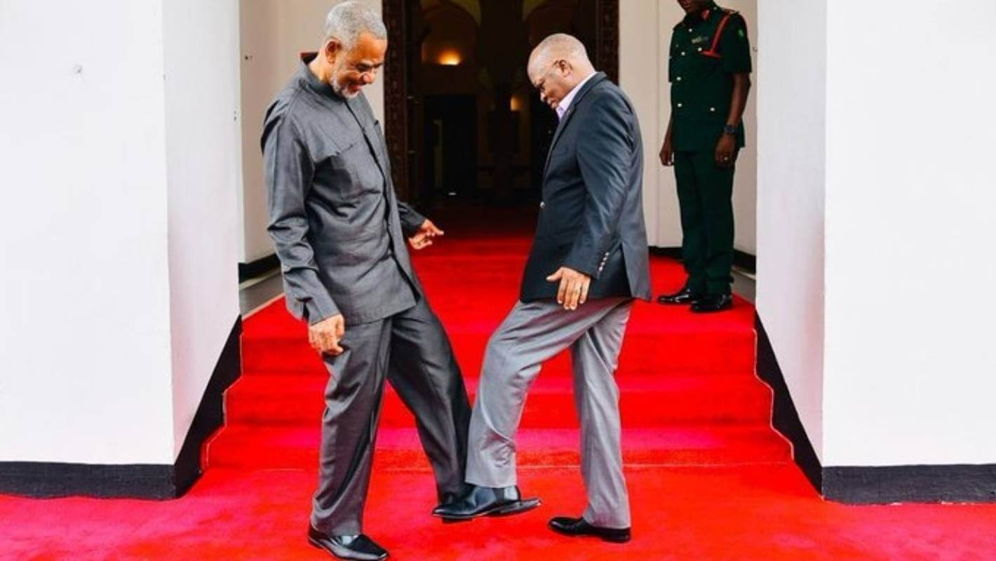 Tanzania, Tanzanian president does the 'foot-shake' or 'wuhan shake'
